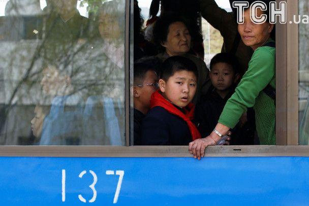 Квіти для першого диктатора: громадяни КНДР милуються виставкою до дня народження Кім Ір Сена