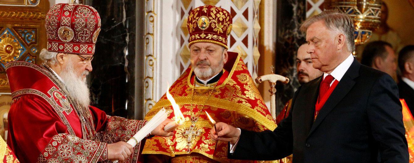 У Росії на нічні богослужіння вийшли вдвічі менше, ніж в Україні, але охороняли їх вчетверо пильніше