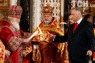 В России на ночные богослужения вышли вдвое меньше, чем в Украине, но охраняли их вчетверо сильнее