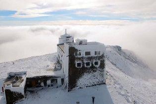 Спасатели показали метель в Карпатах на Пасху