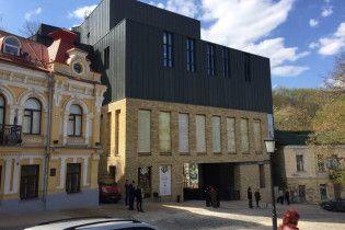 Киевляне петицией призывают ввести в эксплуатацию здание Театра на Подоле