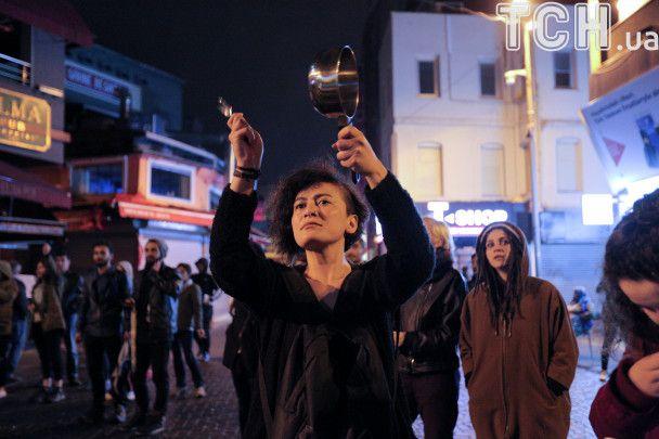 Кастрюли и сковородки: в Турции протестуют против результатов референдума