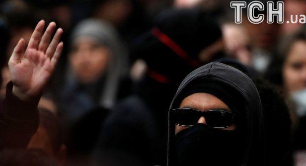 Протест проти прихильників скандальної Ле Пен у Парижі завершився заворушеннями
