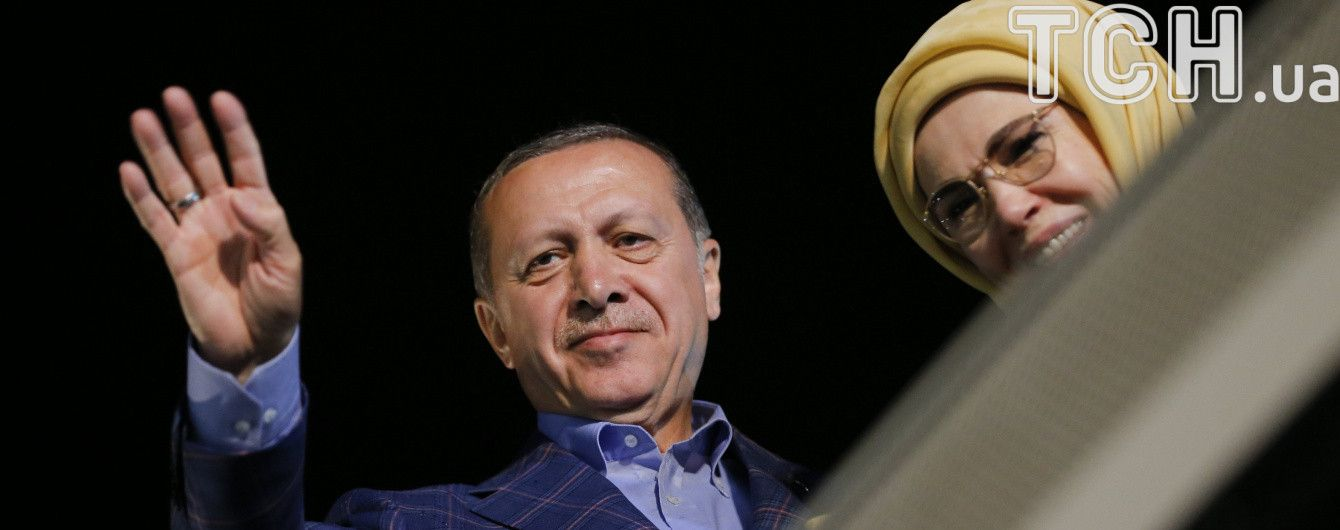 """Ердоган назвав вигідні для себе результати референдуму """"перемогою Туреччини"""""""