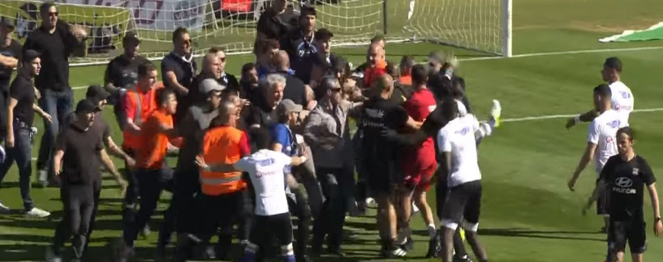 Вболівальники побили футболістів під час матчу чемпіонату Франції
