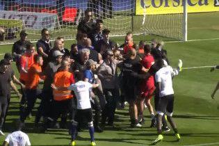 Болельщики избили футболистов во время матча чемпионата Франции