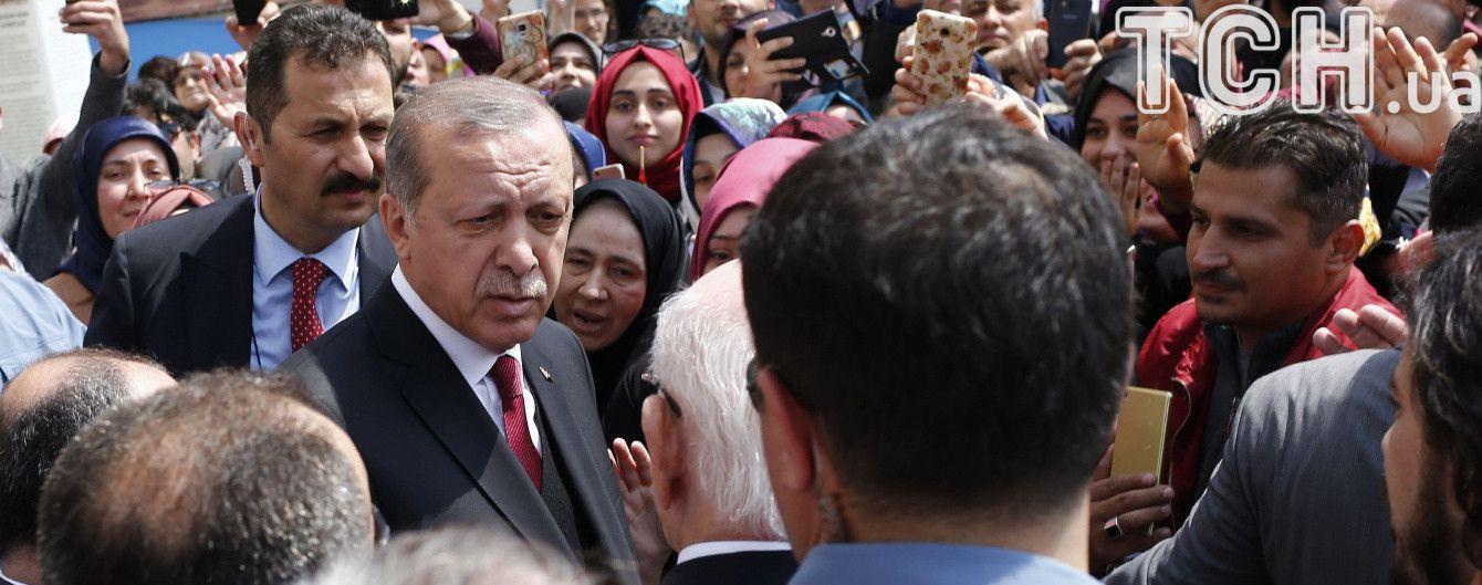 """Глава ЦВК Туреччини назвав спірні бюлетені """"легітимними"""", опозиція вимагає скасування референдуму"""