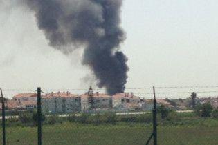 У Португалії біля супермаркету розбився літак, є жертви