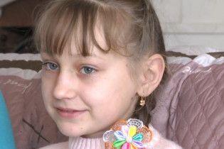 Маленька Віка переборола рак, допоможіть їй не втратити ніжку
