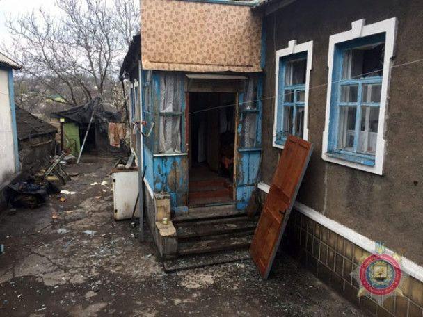 Бойовики потужним вогнем накрили житлові квартали Авдіївки, один будинок знищений вщент
