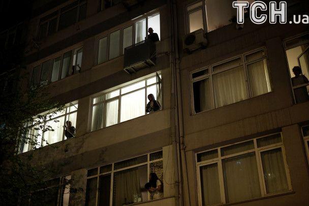 Друга ніч протесту: у Стамбулі турки знову вийшли на вулиці зі плакатами та горщиками