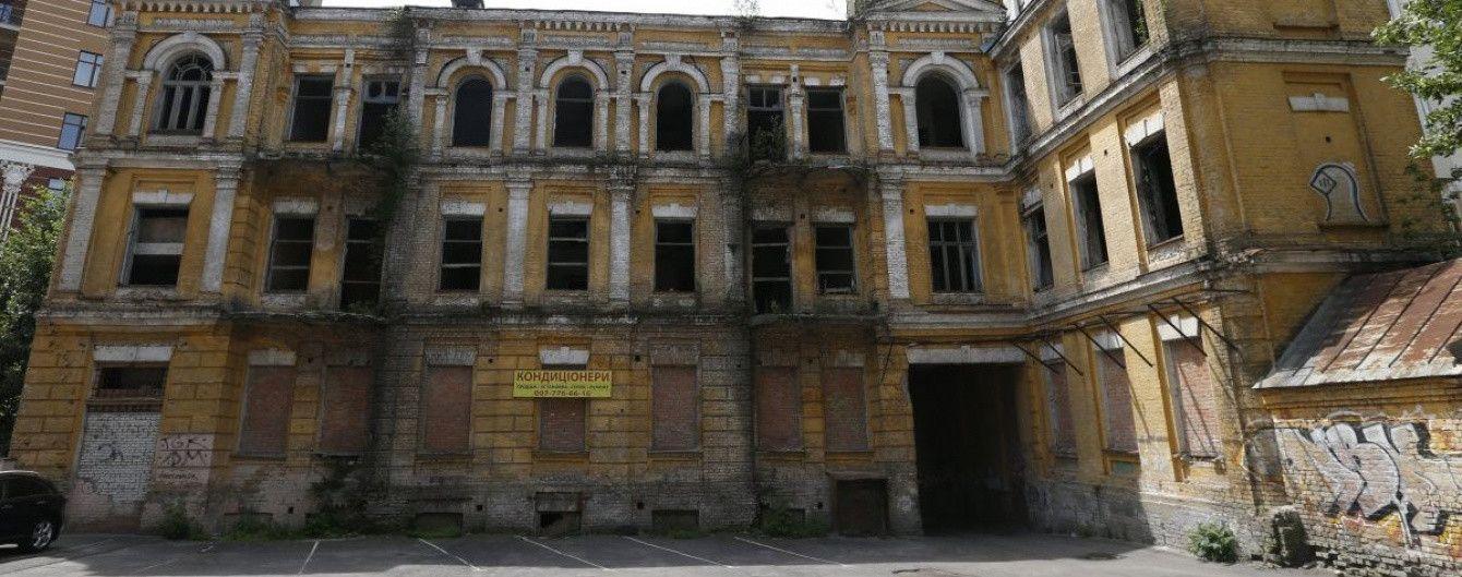 """Зруйновані палаци й занедбані замки. Як в Україні """"відзначають"""" день пам'яток"""