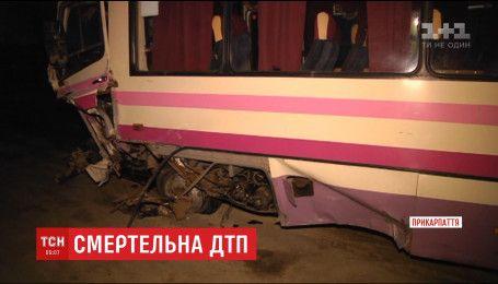 На Прикарпатті зіткнулися рейсовий автобус й іномарка, є загиблі