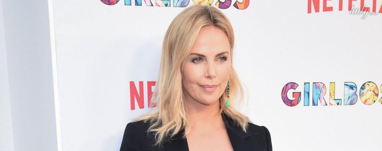 Блондинка в шелковом платье: очаровательная Шарлиз Терон на премьере в Лос-Анджелесе