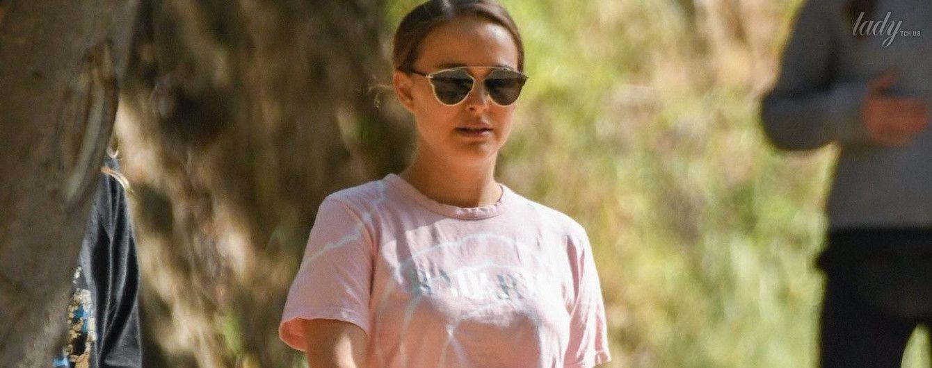 В трениках и мятой футболке: Натали Портман вернулась к пробежкам после рождения дочери