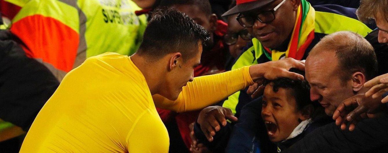"""Форвард """"Арсенала"""" ощасливив юного вболівальника після матчу"""