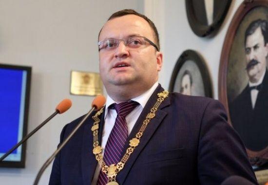 Поновлений судом мер Чернівців повернувся до роботи
