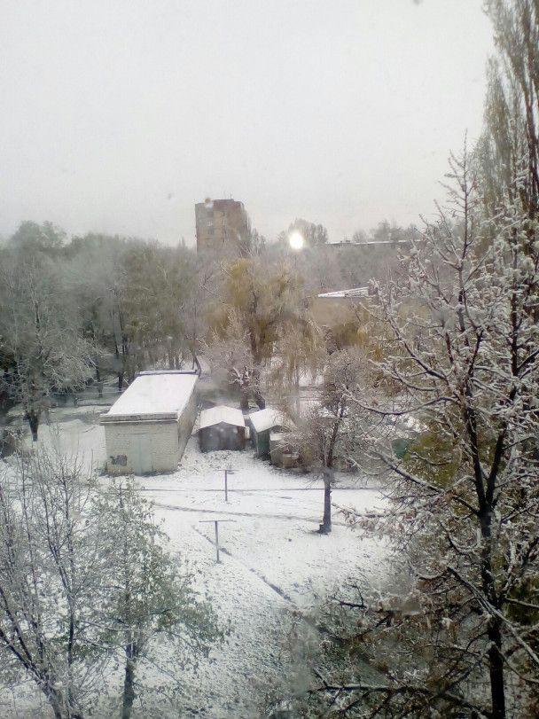 На Харьковщине и Днепропетровщине выпал снег