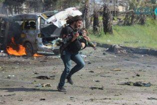 Кривавий вибух в Алеппо: CNN показало фотографа, який відклав камеру і кинувся рятувати постраждалих
