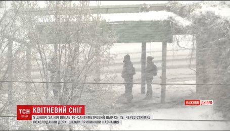 Україну засипало снігом
