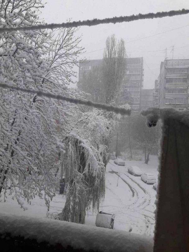 Дніпро паралізували затори через квітневий снігопад