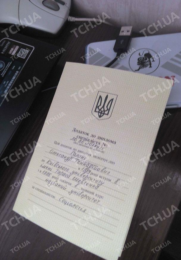 Спеціалісти широкого профілю. Донецьким бойовикам масово штампують фальшиві документи у Києві