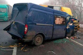 На Харківщині маршрутка влетіла у вантажівку, четверо пасажирів загинули