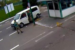 На кордоні з Польщею автомобіль намагався прорватися до пункту пропуску