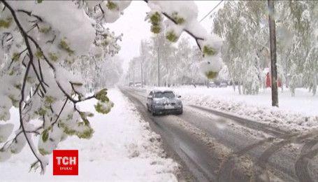 Аномально снежный апрель по Украине - смерть на дорогах, закрытые школы, отсутствие света
