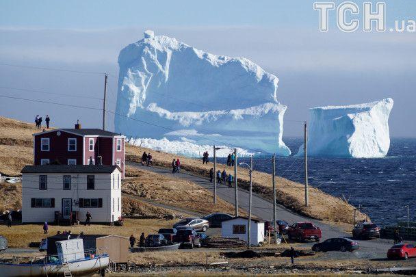 Аллея айсбергов: Reuters показало зрелищные первые льдины сезона в Канаде