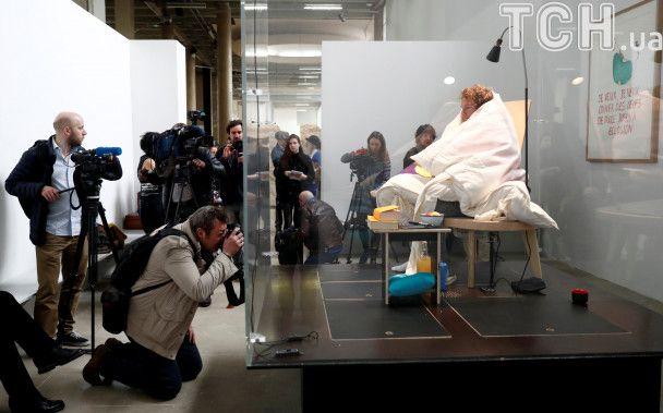 """Французский художник высидел яйца и стал """"отцом"""" сразу четырех цыплят"""