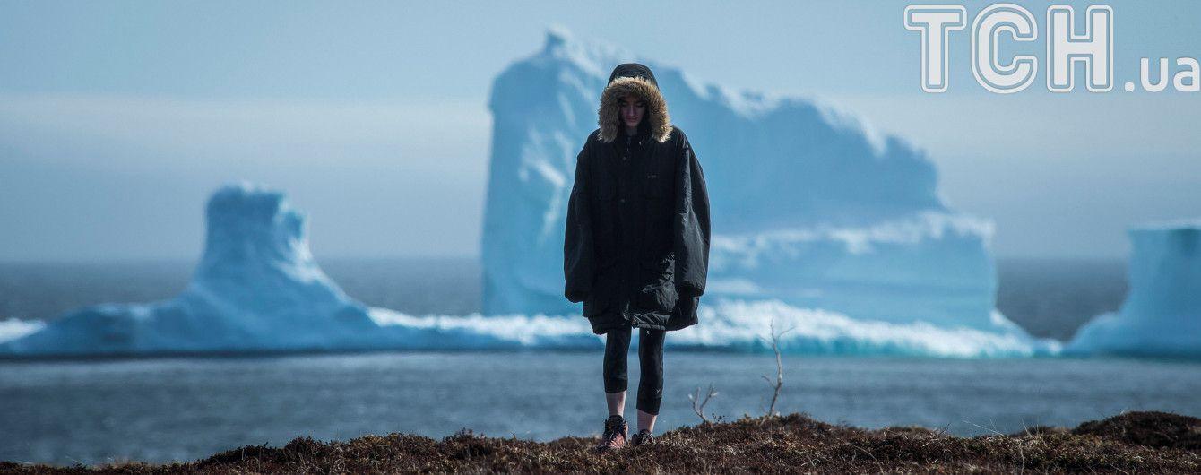 В Канаде массивный айсберг превратил маленький городок в туристическую достопримечательность