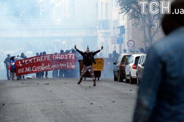 У Марселі півтисячі противників ультраправої Ле Пен вийшли на протест