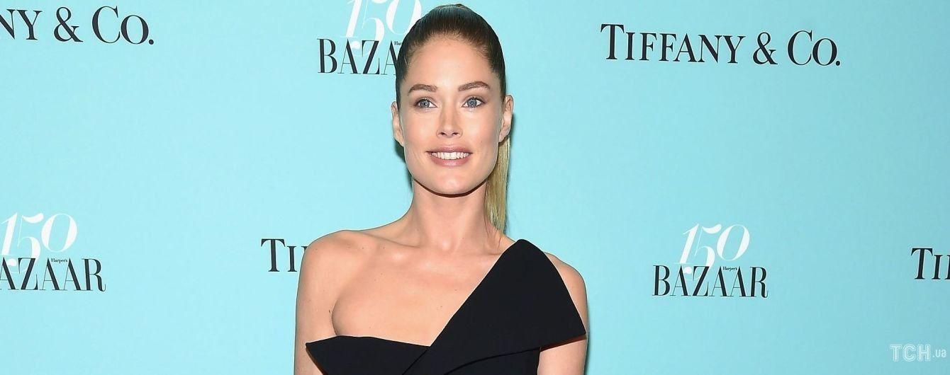 С натуральным макияжем и в эффектном платье: Даутцен Крус на вечеринке Harper's Bazaar