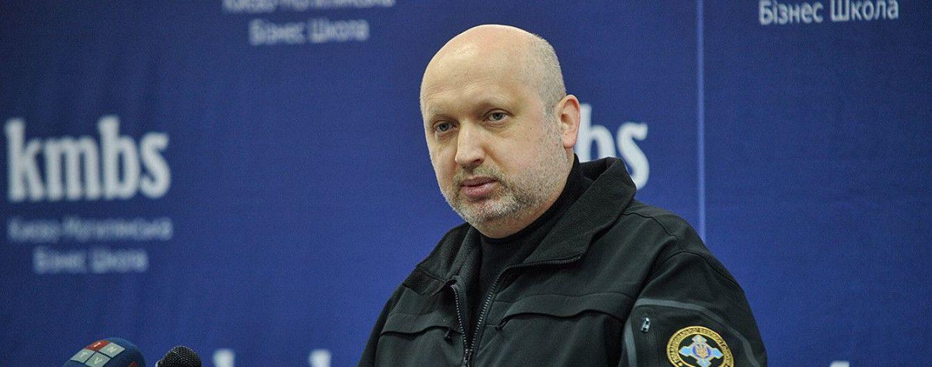 Турчинов убеждает, что указ о санкциях против российских ресурсов уже вступил в силу