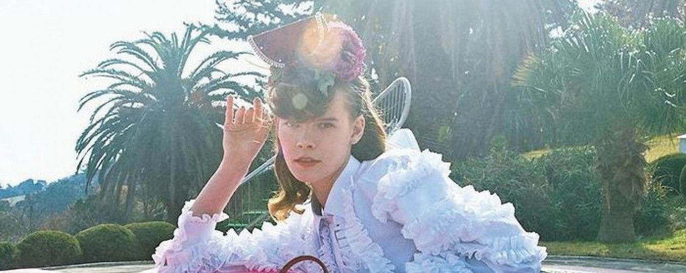 В мини-юбке и экстравагантной шляпке: украинская топ-модель Ирина Кравченко в необычной фотосессии