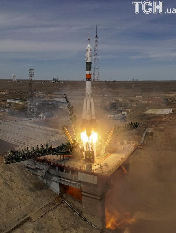 """Опубліковані видовищні фото запуску космічного корабля """"Союз"""""""