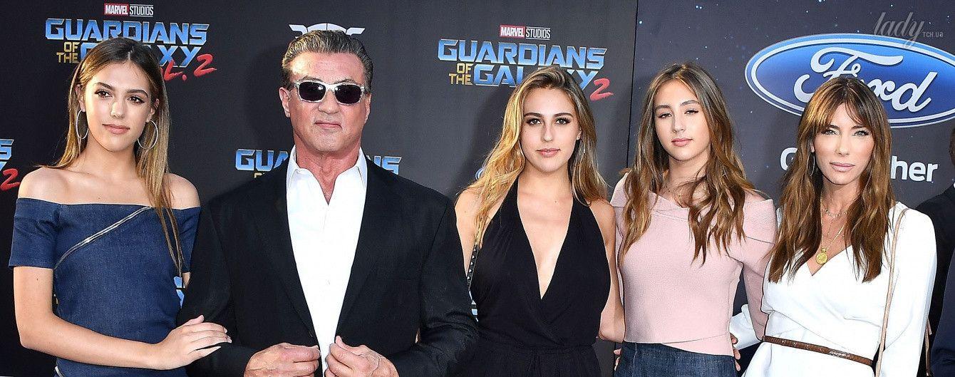 Джентльмен в окружении красоток: Сильвестр Сталлоне с дочками и женой на премьере в Голливуде