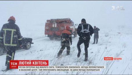Одесса начала курортный сезон с мокрым снегом и сугробами