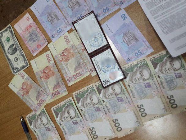 В Одесі на хабарі погоріли посадовець ОДА і Держпродспоживслужби