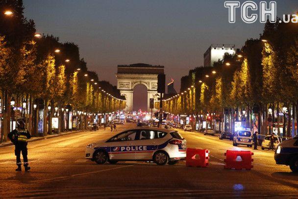 У Парижі помер другий поліцейський внаслідок стрілянини на Єлисейських полях - ЗМІ
