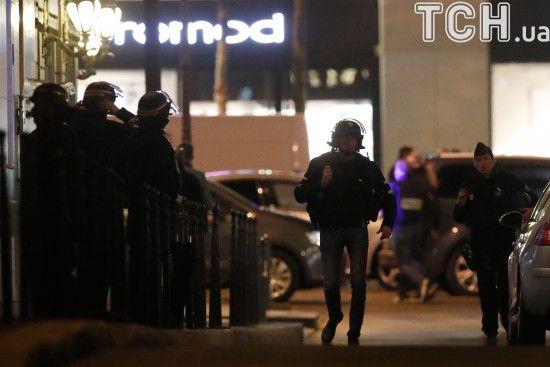 У Франції невідомі на мотоциклах розстріляли юрбу людей, є постраждалі