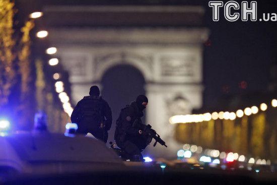 Макрон планує скасувати режим НС у Франції