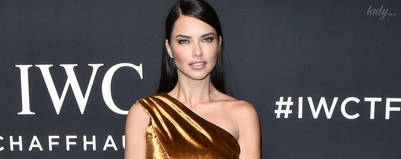В золотом платье с разрезом: Адриана Лима на светской вечеринке