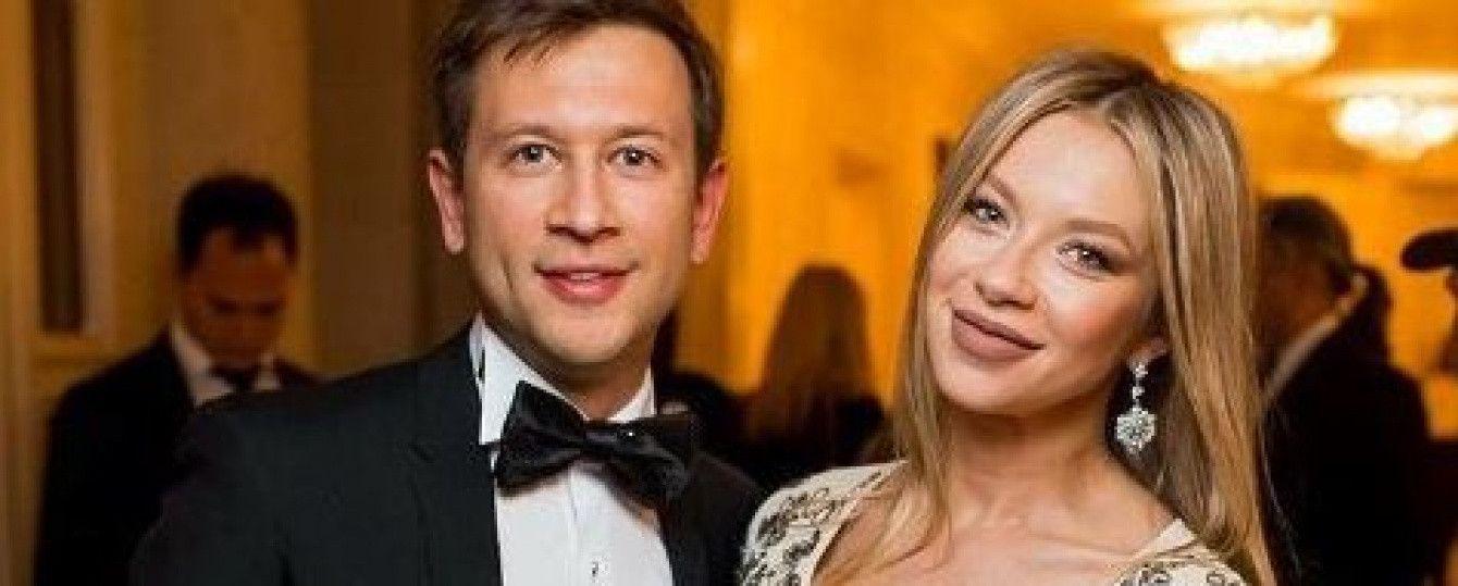 Дружина Ступки похизувалася чималим животиком на останніх тижнях вагітності