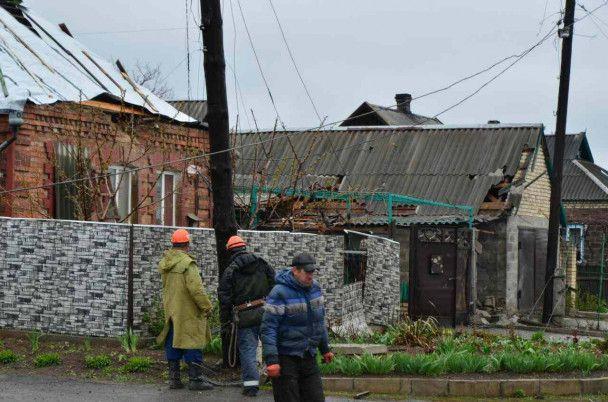 Потрощені дахи та розкидані снаряди: Жебрівський показав Мар'їнку після обстрілу бойовиків