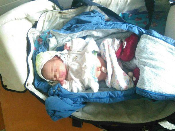 В вагоне киевской электрички горе-мать бросила новорожденного ребенка