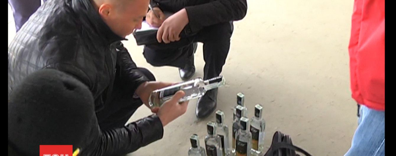 В Луцке напали на журналистов, которые расследовали причастность депутата к торговле фальсификатом