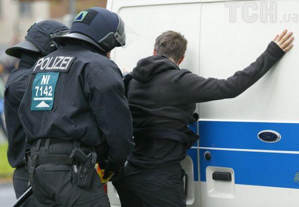 У Кельні протестують проти партії євроскептиків, почалися перші затримання демонстрантів