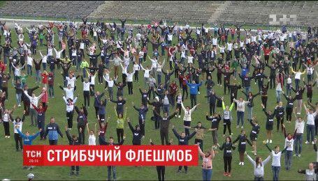 В Каменце-Подольском установили рекорд по количеству людей, одновременно прыгающих на скакалках